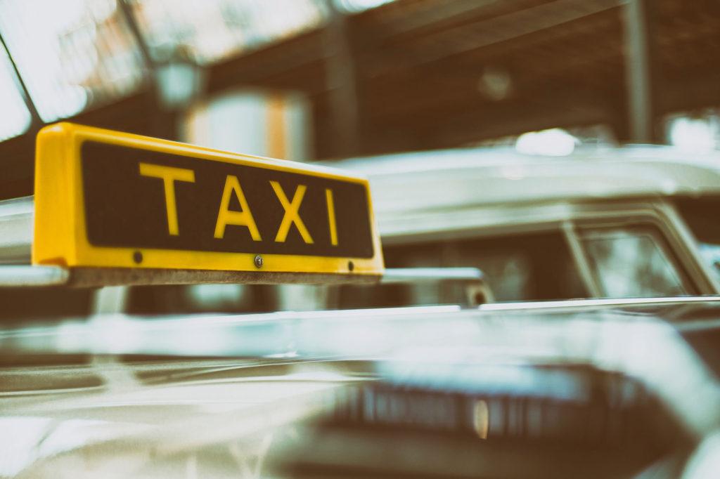 """¿Quiénes Eran los """"Taxistas"""" y Por Qué Quisieron Tapar el Sol con las Manos?"""