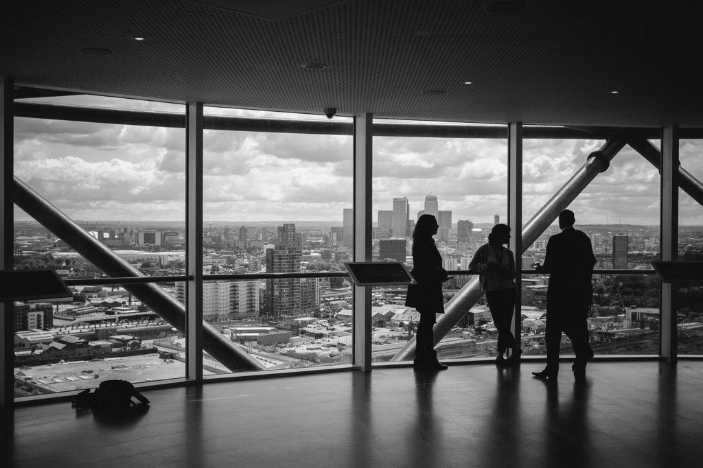 «Escuela Austriaca y Principios Económicos de la Empresa Familiar: Más que Coincidencias»